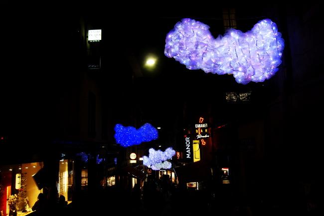 09Entrez-dans-les-nuages_Rue-Saint-Laurent_Festival-Lausanne-lumières_Bourgeon-créatif