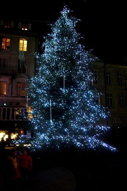 10Orage-magnétique2_Place-de-la-Palud_Festival-Lausanne-lumières_Bourgeon-créatif